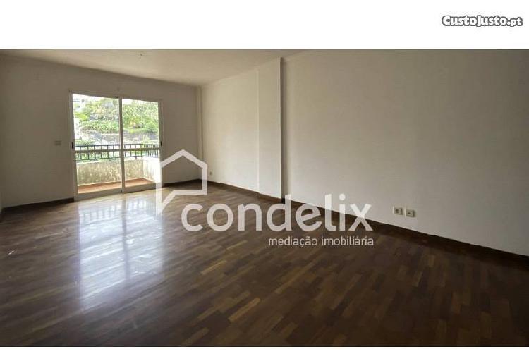 Apartamento t1 por remodelar em câmara de lobos...