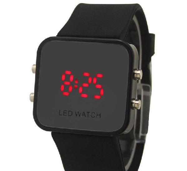 Relógio led com bracelete em silicone - novo