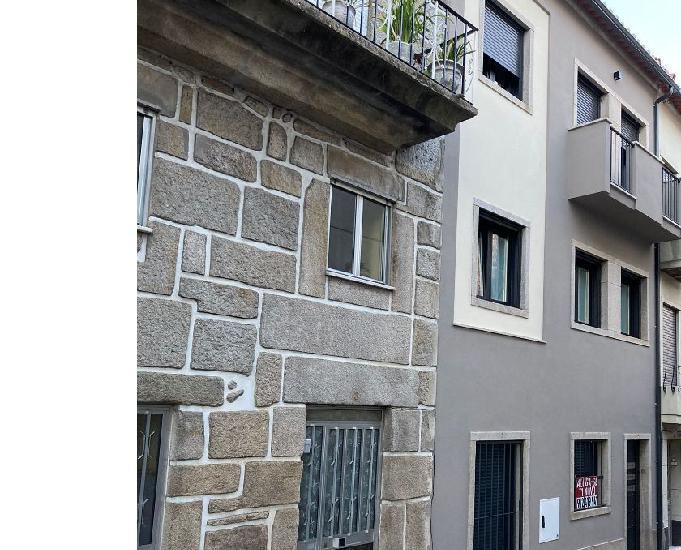 Apartamento novo com garagem no centro histórico
